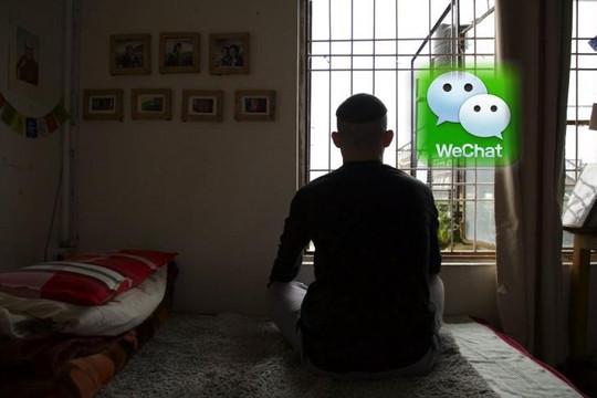 Người Tây Tạng tị nạn ở Ấn Độ dùng WeChat chat với người thân ở quê dù bị Trung Quốc giám sát