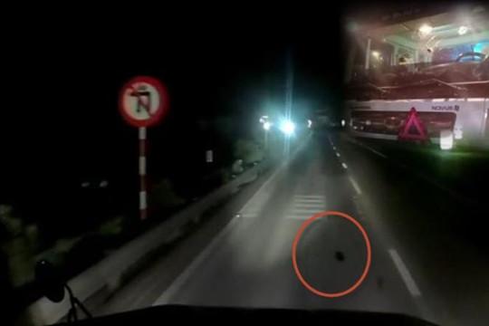 Clip nhiều container trên quốc lộ 5 bị ném đá bể kính: Báo công an cũng như không?!