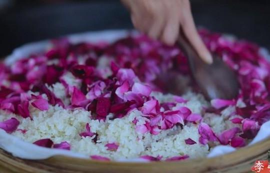 Học cách làm món ăn từ hoa hồng như Lý Tử Thất