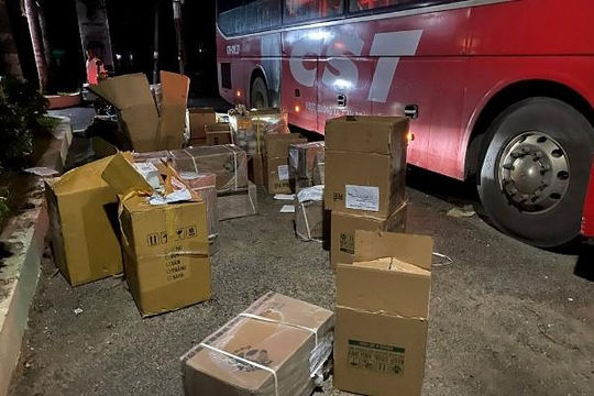 Lợi dụng nghỉ lễ, vận chuyển 5.000 chiếc khẩu trang y tế và nhiều hàng lậu