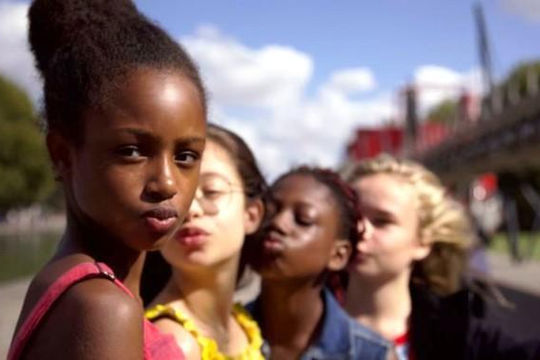 Netflix liên tục bị tẩy chay khi quảng bá hình ảnh gợi cảm của trẻ vị thành niên
