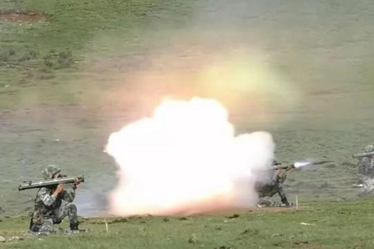 Trung Quốc thử vũ khí gần biên giới giáp Ấn Độ