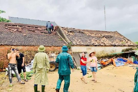 Hà Tĩnh: Lốc xoáy làm tốc mái 60 ngôi nhà
