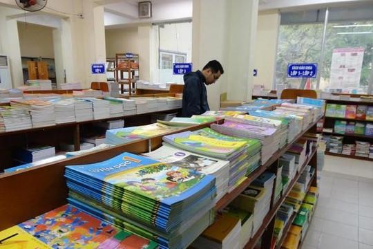 Hiệu trưởng sẽ bị xử lý nghiêm nếu ép phụ huynh mua sách tham khảo tại trường