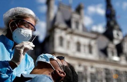 Ca nhiễm COVID-19 toàn cầu vượt mốc 30 triệu, tỷ lệ lây nhiễm ở châu Âu đáng báo động