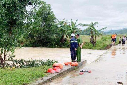 Hà Tĩnh: Một thanh niên bị lũ cuốn chết khi qua cầu tràn