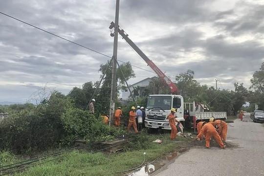 Thiệt hại nặng nề nhất về điện, các tỉnh miền Trung 'chi viện' cho Thừa Thiên - Huế