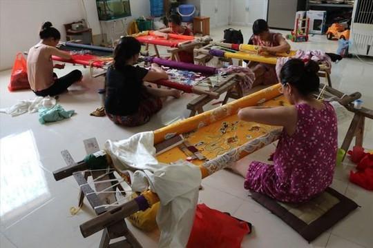 Ngôi làng duy nhất làm nghề thêu long bào ở Việt Nam