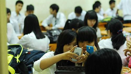 Học sinh sử dụng điện thoại trong lớp: Đừng giao thêm việc cho giáo viên