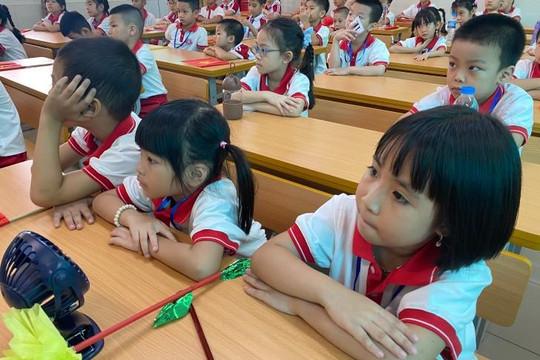 Phụ huynh lo lắng, giáo viên hào hứng sau 1 tháng dạy SGK lớp 1 mới