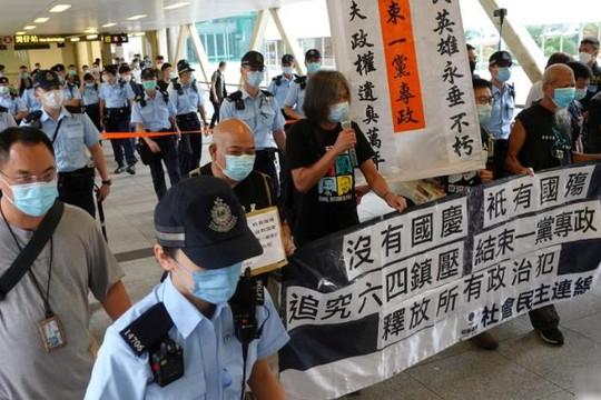 Cảnh sát Hồng Kông chặn các cuộc biểu tình đòi thả 12 nhà hoạt động vào ngày Quốc khánh Trung Quốc