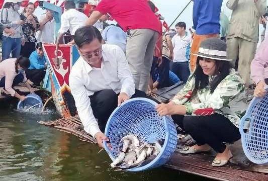 An Giang: Thả 300.000 con cá các loại về tự nhiên