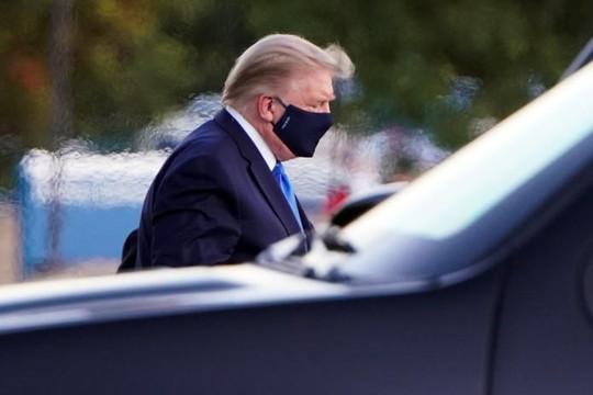 Dù ông Trump nhiễm COVID-19, tình cảm của người ủng hộ không giảm sút
