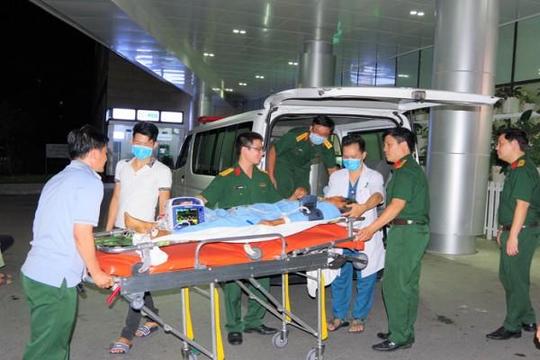 Điều trực thăng bay trong đêm cứu ngư dân đột quỵ não ở Trường Sa