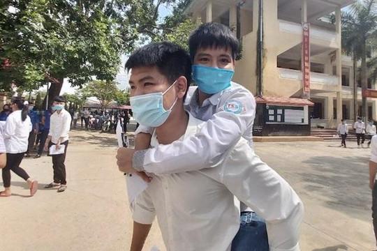Bộ Y tế lên tiếng về việc đặc cách nam sinh cõng bạn đến trường vào ĐH Y Hà Nội