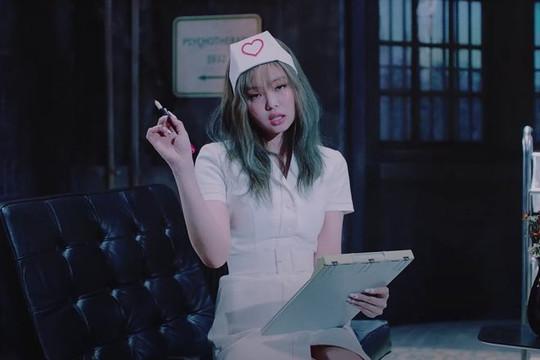 Ảnh thành viên BlackPink mặc trang phục y tá gợi dục trong MV Lovesick Girls sẽ bị xóa