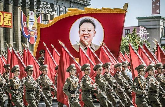 Triều Tiên phô trương sức mạnh quân sự trong mối lo ông Kim Jong-un có thể lây COVID-19