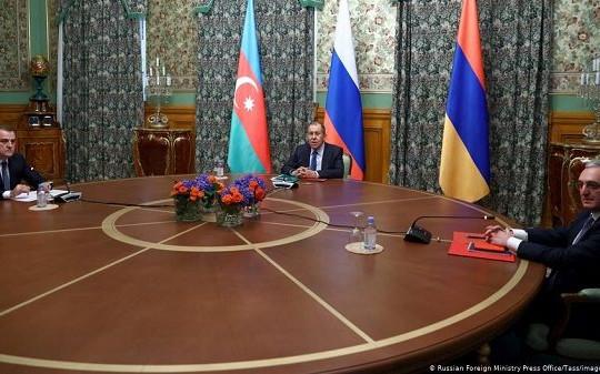 Armenia - Azerbaijan đồng ý ngừng bắn