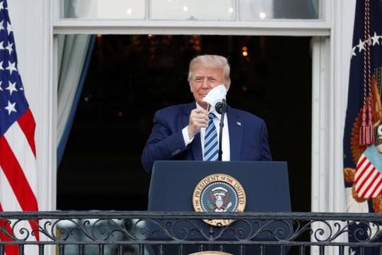 'Tổng thống Trump không còn là nguy cơ lây truyền COVID-19'