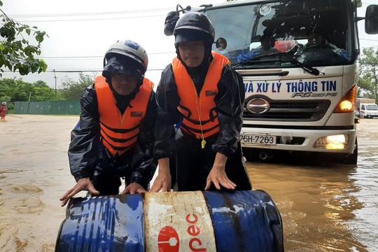 Đảm bảo thông tin liên lạc và hỗ trợ người dân vùng ngập lụt