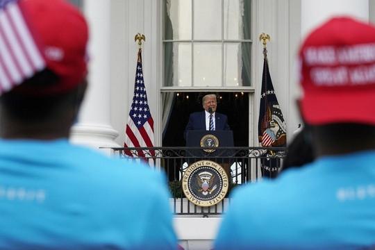 Tổng thống Trump tuyên bố đã 'miễn dịch' với COVID-19