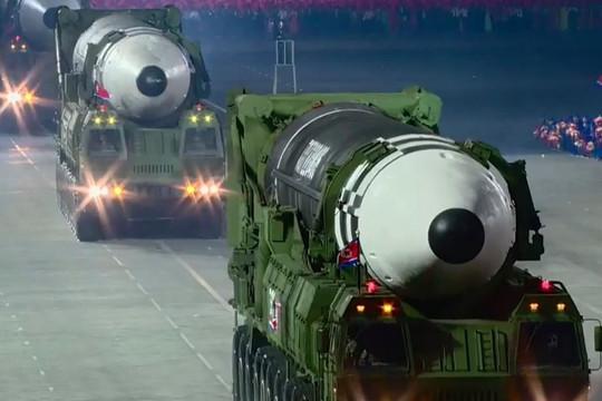 Nước mắt, nụ cười và toan tính của ông Kim Jong-un với tên lửa lớn nhất hành tinh