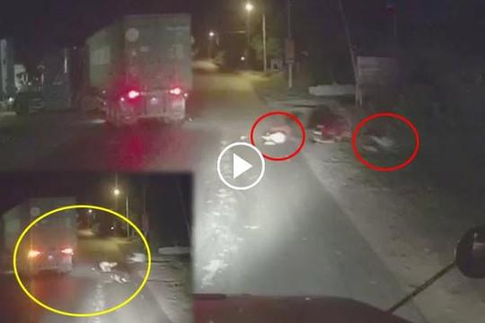Clip xe máy phóng như bay vào container đang lùi, 1 người chết, 1 bị thương