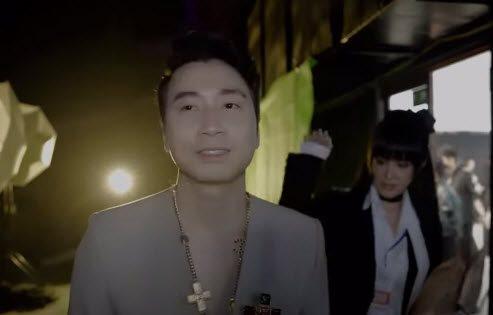 Clip Karik bị bạn gái xinh đánh ở hậu trường Rap Việt