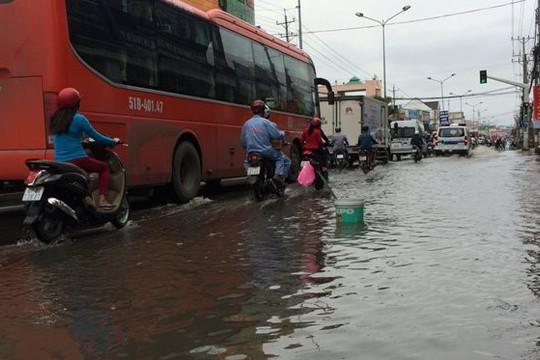 Cần Thơ, An Giang: Triều cường gây ngập nhiều nơi tại trung tâm TP