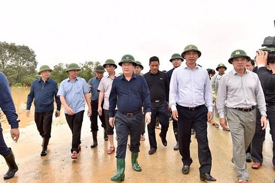 Phó thủ tướng chỉ đạo tìm kiếm cứu nạn ở Quảng Trị: Đảm bảo lương thực, thực phẩm an toàn, vệ sinh cho dân