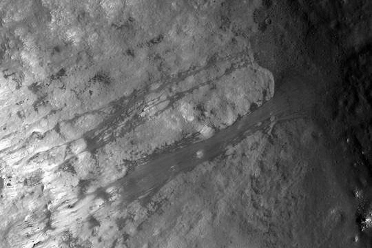 Các vụ lở đất trên Mặt trăng diễn ra như thế nào?
