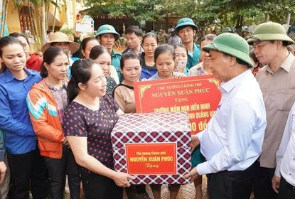 Thủ tướng Nguyễn Xuân Phúc biểu dương tinh thần 'tương thân tương ái'