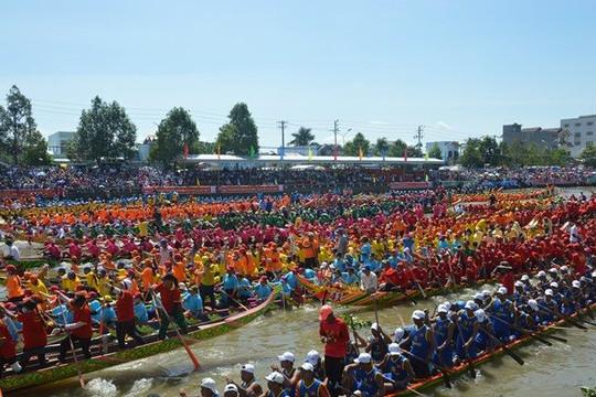 Sóc Trăng: Đồng bào Khơ-me chuẩn bị cho lễ hội đua ghe Ngo 2020