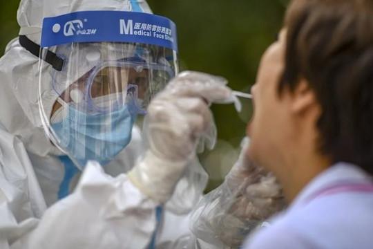 Trung Quốc: Thành phố ở Tân Cương phát hiện hơn 100 ca nhiễm COVID-19