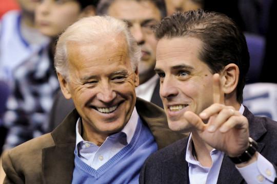 Hàng loạt cử tri Mỹ muốn đổi phiếu bầu sau vụ lùm xùm của nhà Biden