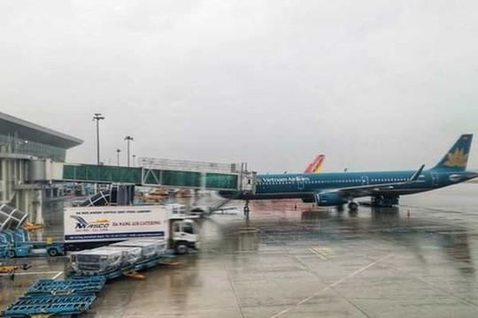 'Đóng cửa' 6 sân bay, dừng chạy tàu trước giờ siêu bão ập đến