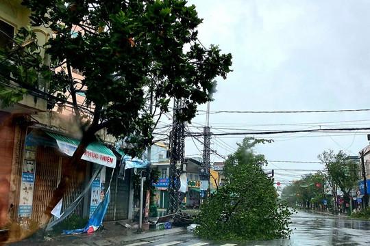 Ghi nhận tại các tỉnh miền Trung sau khi bão số 9 đổ bộ với gió giật cấp 14