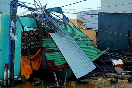 Bão số 9 ở Quảng Ngãi: Nhà thơ Thanh Thảo viết trong đêm mất điện