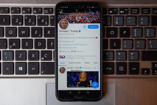 Sau vụ ông Trump lộ mật khẩu tài khoản Twitter, website chiến dịch bị hack