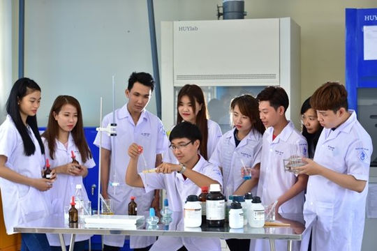 Đại học Sư phạm kỹ thuật Vĩnh Long miễn học phí cho 70 sinh viên miền Trung