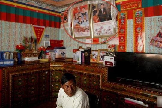 Người Tây Tạng bị bắt treo hình ông Tập thay Đức Đạt Lai Lạt Ma, giảm cầu nguyện, tăng kiếm tiền