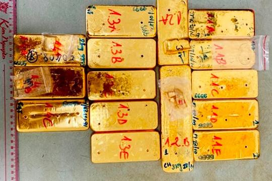Những người vận chuyển 51 kg vàng qua biên giới An Giang ra đầu thú