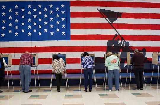 Mẹ con, bạn bè, hàng xóm bất hòa vì bầu cử Tổng thống Mỹ