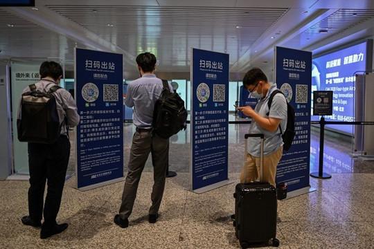 Trung Quốc chặn du khách từ Anh và Bỉ, bắt người ở Mỹ, Nhật, Úc, Singapore xét nghiệm máu