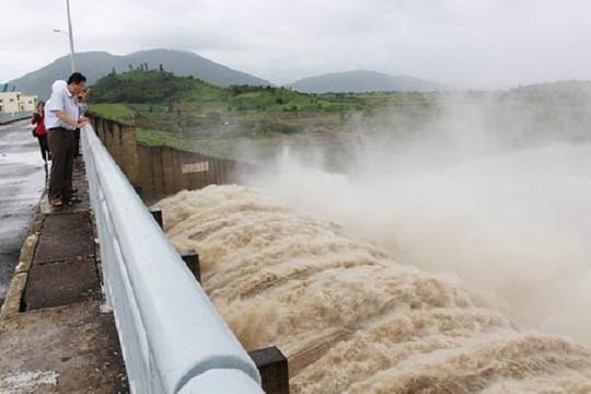 2 thủy điện ở Phú Yên xả lũ lớn thế nào giữa lúc mưa bão mạnh?