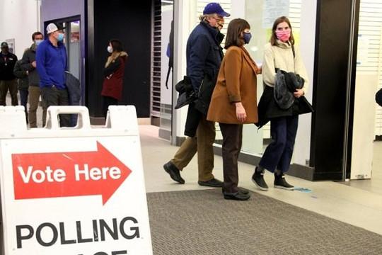 Ông Trump thêm 3 phiếu đại cử tri, Georgia kiểm lại phiếu