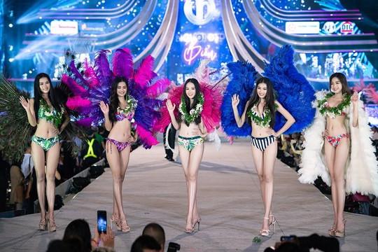 35 thí sinh Hoa hậu Việt Nam 2020 rực rỡ với phần trình diễn bikini