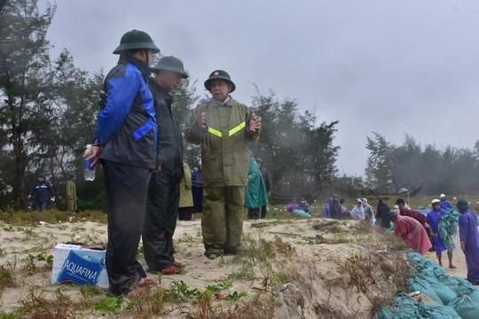 Khẩn trương di dân trước khi bão Vamco đổ bộ