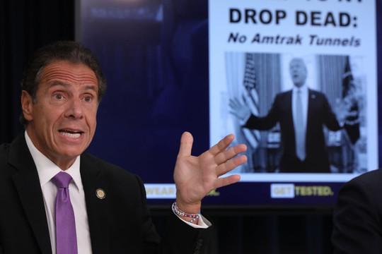 Bị bạn Biden công kích, Trump nói không phân phối vắc xin COVID-19 cho New York