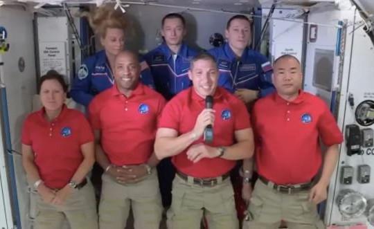NASA bắt đầu kỷ nguyên mới khi đưa 4 phi hành gia lên trạm ISS thành công